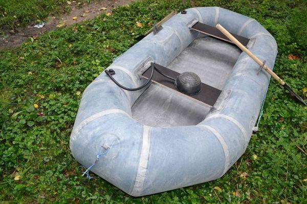 легкая резиновая лодка 2-х местная